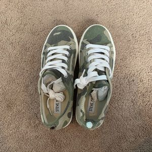 Brand new army Steve Madden sneakers